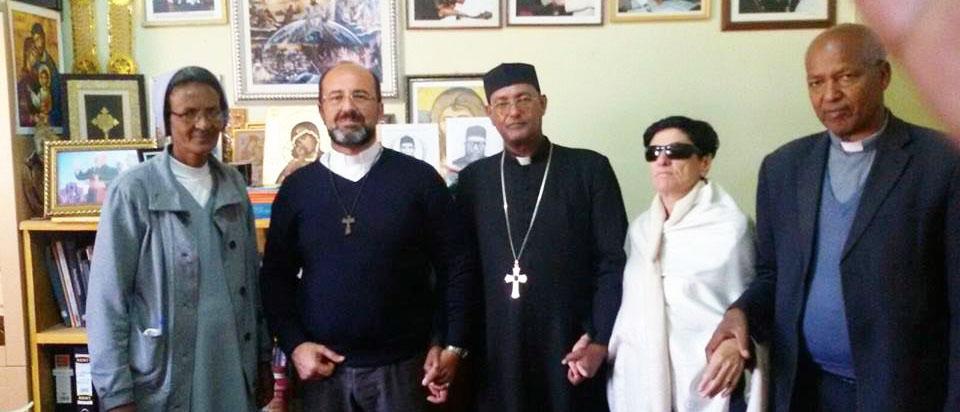 Foto ricordo Don Alfonso in visita pastorale ad Adigrat