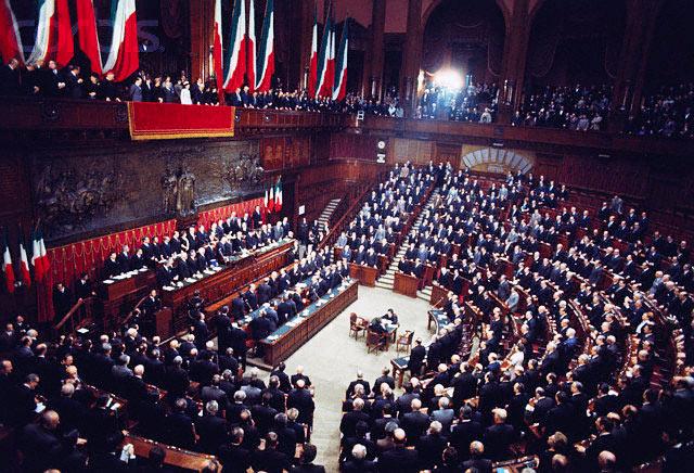 Momento del giuramento al Parlamento