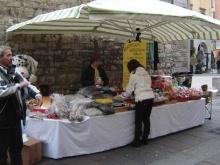 momenti di una campagna adesioni di un gruppo del MAC ad uno stand in piazza a Bergamo