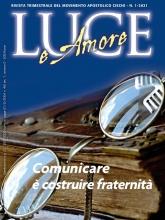 Immagine di copertina:  occhiali poggiati su un libro.